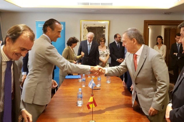 Schiaretti firmó en Madrid el financiamiento para la nueva Maternidad Provincial 3