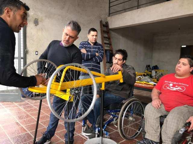 """""""Fondo Ayudar"""" colabora con la fabricación de bicicletas adaptadas 3"""