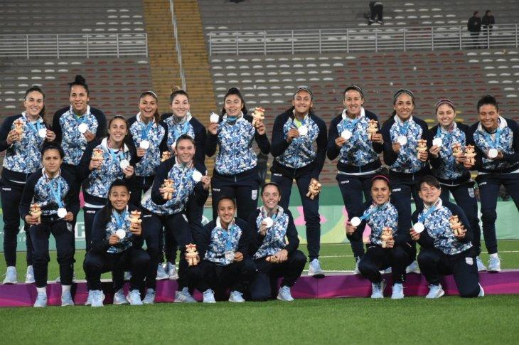 La selección femenina de fútbol tiñó de plata a la Argentina 10