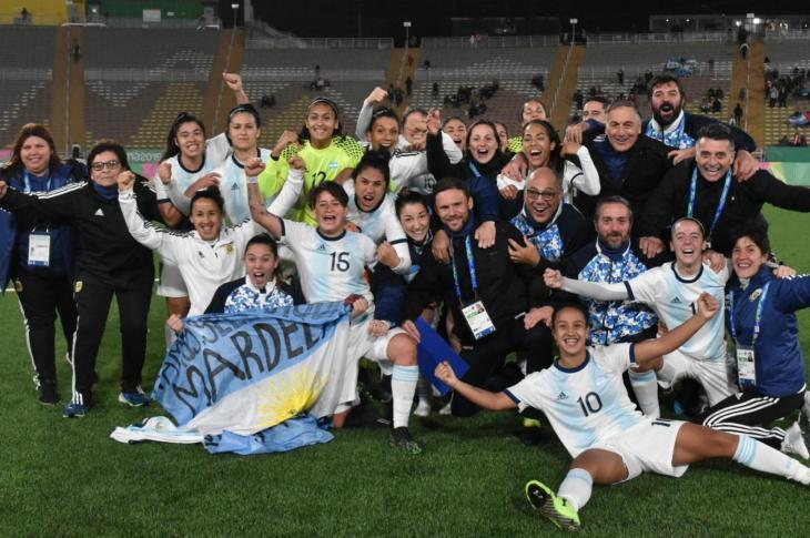 La selección argentina femenina de fútbol va por el oro 11