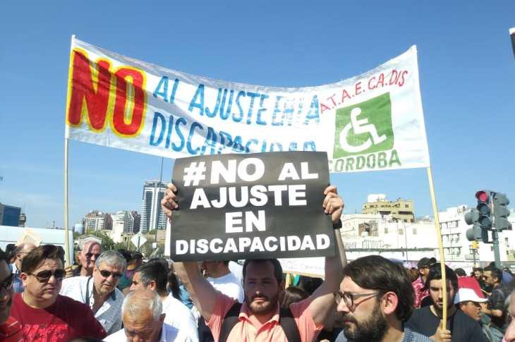 Transportistas de personas con discapacidad se movilizaron en Córdoba 3