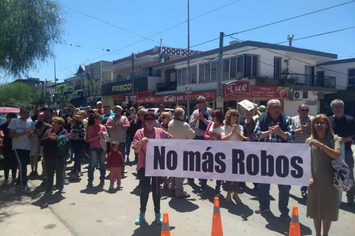 En Río Ceballos salieron a las calles contra la inseguridad 14