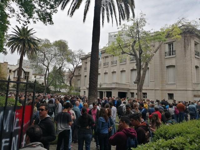 Masiva participación de votantes argentinos en el exterior 13