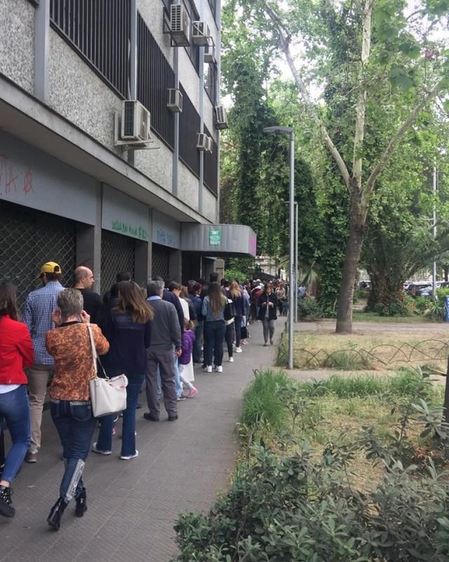 Masiva participación de votantes argentinos en el exterior 16