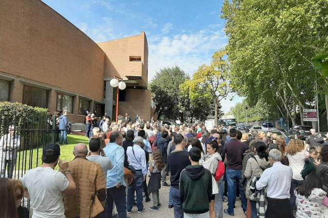 Masiva participación de votantes argentinos en el exterior 17