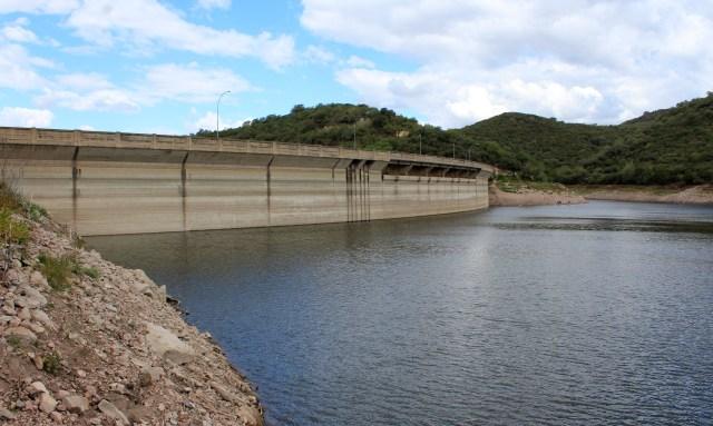 <strong><em>En 2018, el dique La Quebrada superó los trece metros por debajo del nivel del vertedero. </em></strong>Foto E. Parrau/El Milenio (archivo).