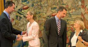 El Rey FElipe VI con Cifuentes y Carmena