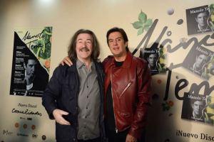 Manolo Tena (dcha.) junto a Luis Cobos en la presentación del disco. Foto: Carlos Bouza