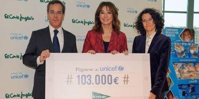 Ana rosa Quintana, durante la entrega del cheque a Unicef. Foto: Carlos Bouza