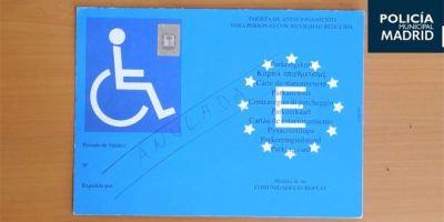 23 imputados por aparcar presuntamente con tarjetas falsas de minusválidos.