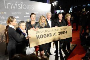 Richard Gere, rodeado por Elena Ballesteros, Elena Benarroch, Jose Toledo, Alejandra Silva, Fonsi Nieto y Marisa Paredes. Foto: Carlos Bouza