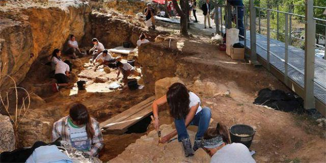 neandertales arqueólogos