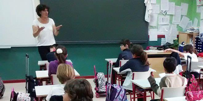 Niños y profesores pasan mucho calor en las aulas
