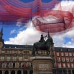 Una escultura flotante invade la Plaza Mayor
