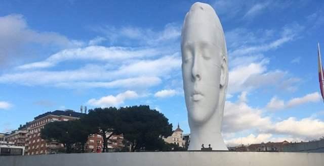 julia busto en plaza colón