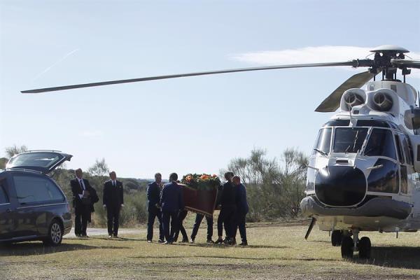 Exhumación franco valle caídos féretro a helicóptero