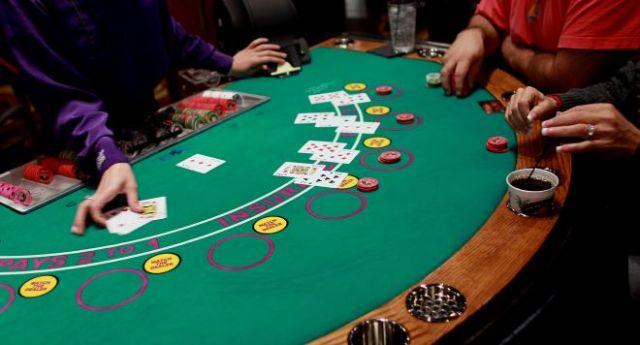 blackjack crupier