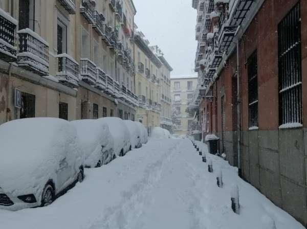 nieve en madrid 2021 coches centro ok