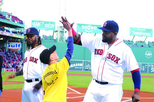 "➥➥ Yhan Cruz Maldonado student of the Browne School in Chelsea high fives David ""Big Papi"" Ortiz during the first Latino Youth Recognition Day at Fenway Park."