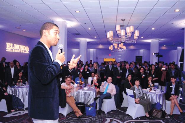 ➥➥ Guest of Honor, Edmar Noé Colón addresses the audience at The El Mundo Professional Mixer.