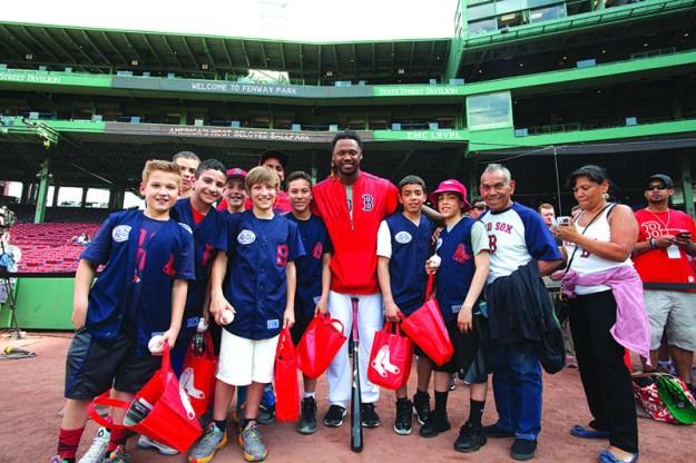 ➥ Con Hanley Ramirez. Foto: Red Sox.