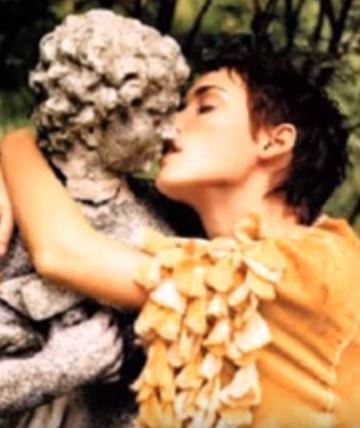 enamorados de una estatua