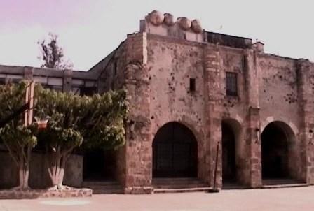 Interior del convento cruz queretaro arbol