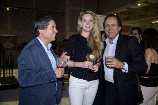 Hugo y Mónica Villalobos con Carlos Pruneda