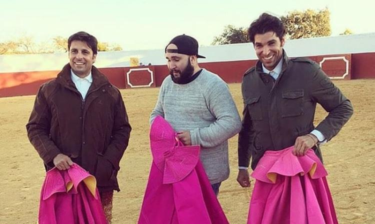 Los Rivera con su otro hermano, Francisco fruto del matrimonio de su padre con Isabel Pantoja.
