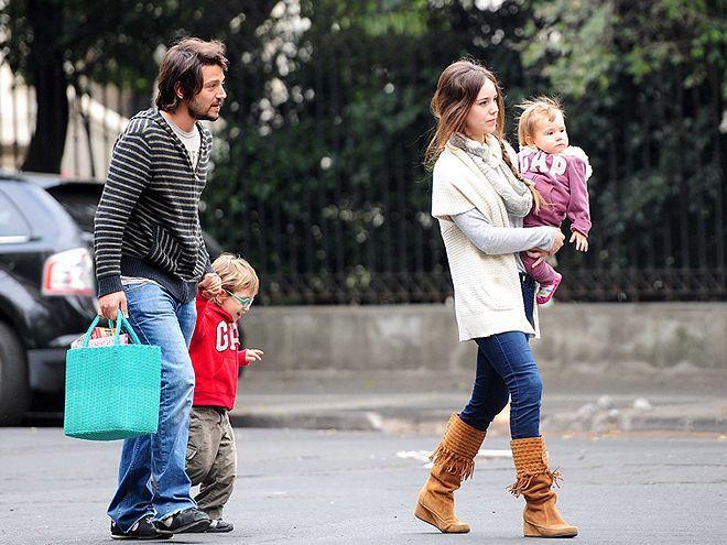 Diego-Luna-Camila-Sodi-day-out-with-kids