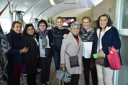 Alejandra de Cima y Olivia Aldrete con pacientes de la Fundacion