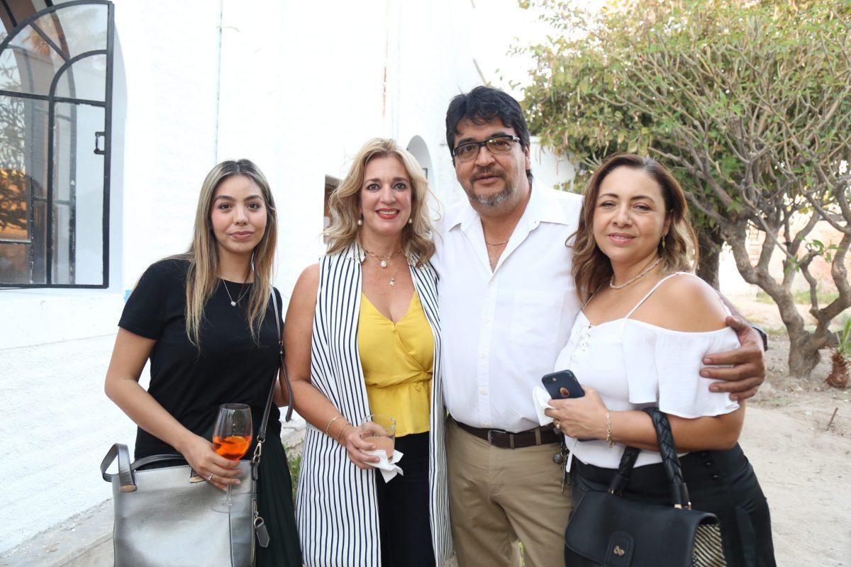 Claudia Camacho, Itzel Loya, Moises y Lili Scholnik