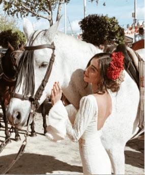 La bloguera Adriana Camargo lució looks espectaculares durante la festividad