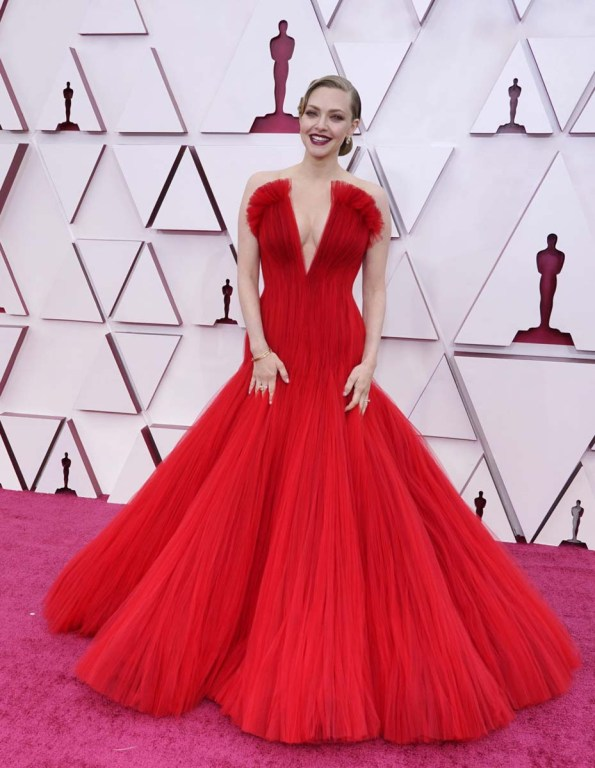 Amanda Seyfried en los Oscar 2021.