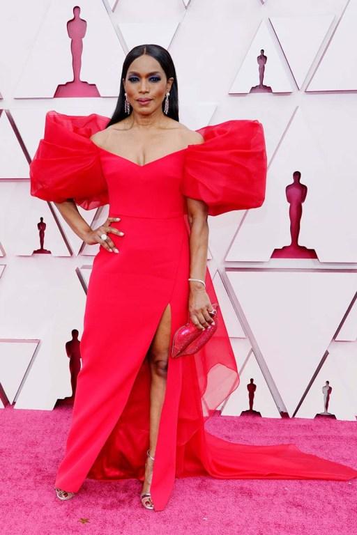 Angela Bassett en los Oscar 2021.