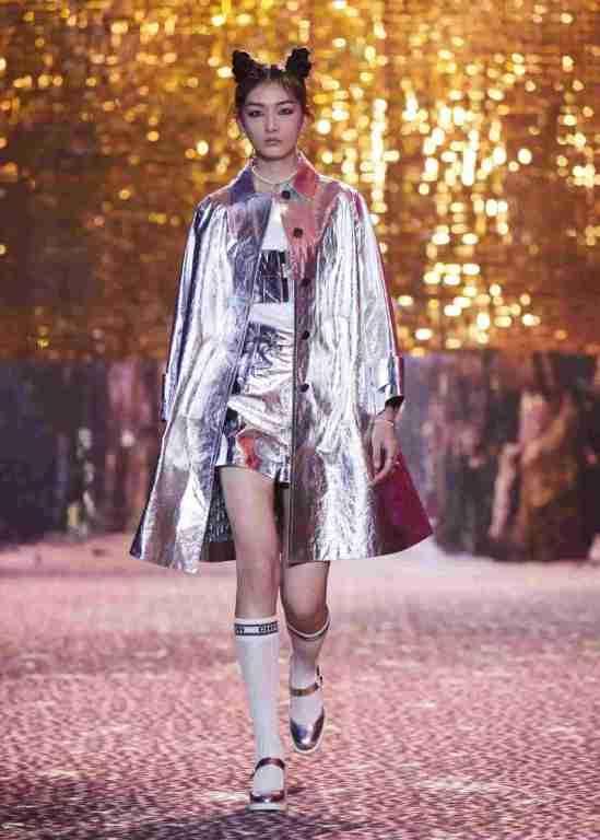 Dior-Fall-2021-Shangai-look-metálico-ok