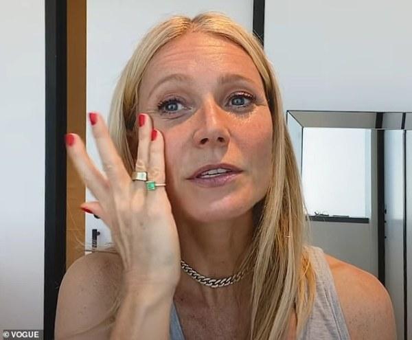 Gwyneth Paltrow aplicandose SPF