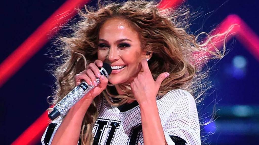 Jennifer-Lopez-cantando
