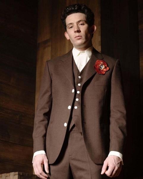 Josh O'Connor en un Celine Homme por Hedi Slimane.