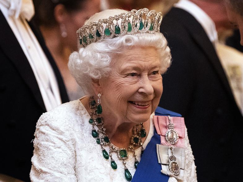La reina Isabel busca ayuda legalmente ante los ataques de los Sussex