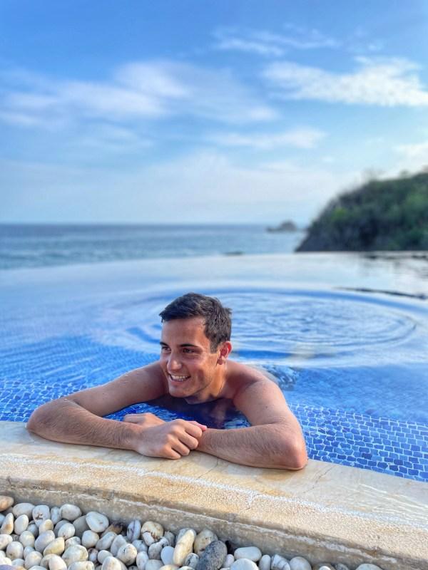 Óscar Pérez en Cala de Mar, Ixtapa