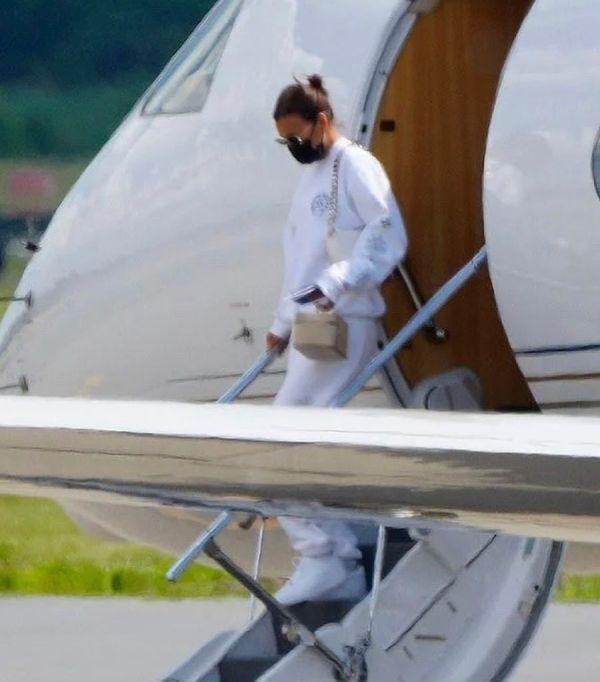 La modelo Irina aterrizando en NY