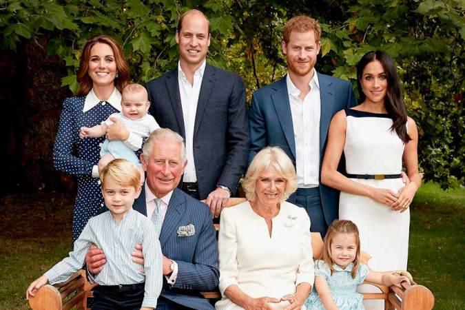principe-Carlos-y-nietos