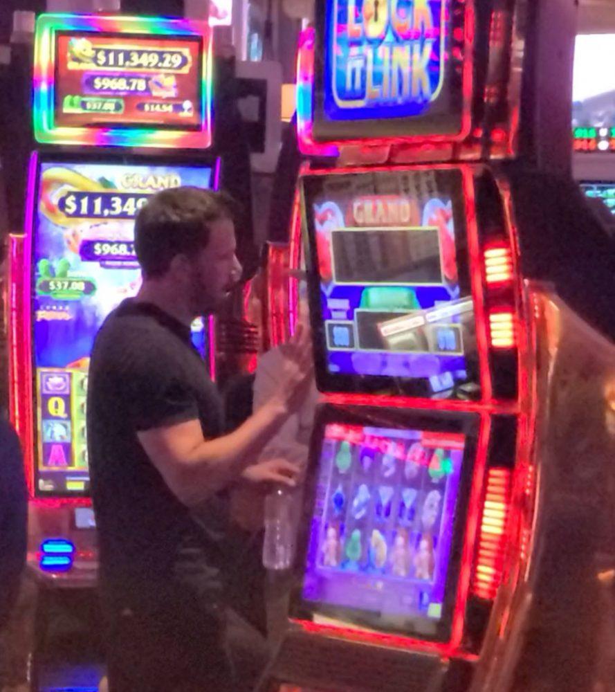 Ben Affleck en un casino de Las Vegas