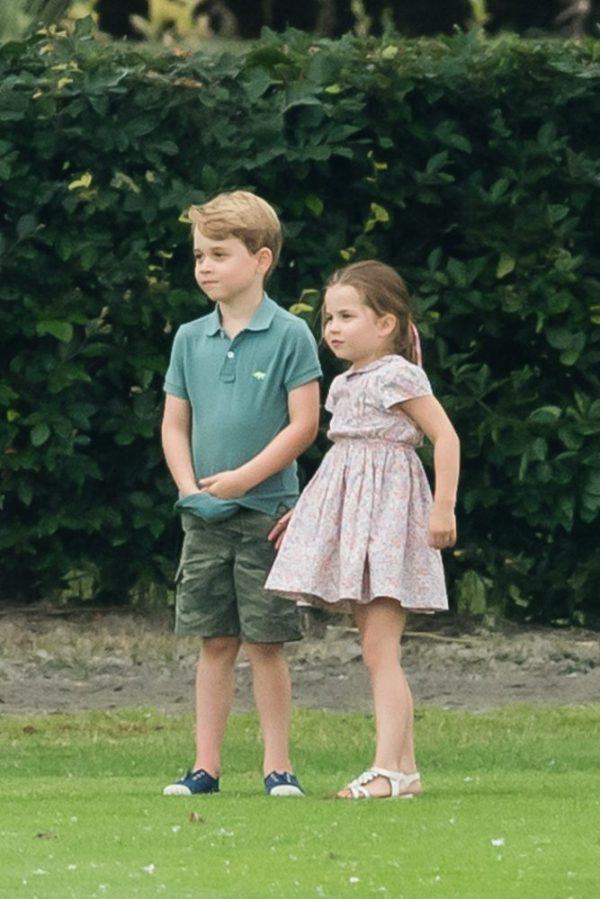 Princípe George y su hermana la princesa Charlotte