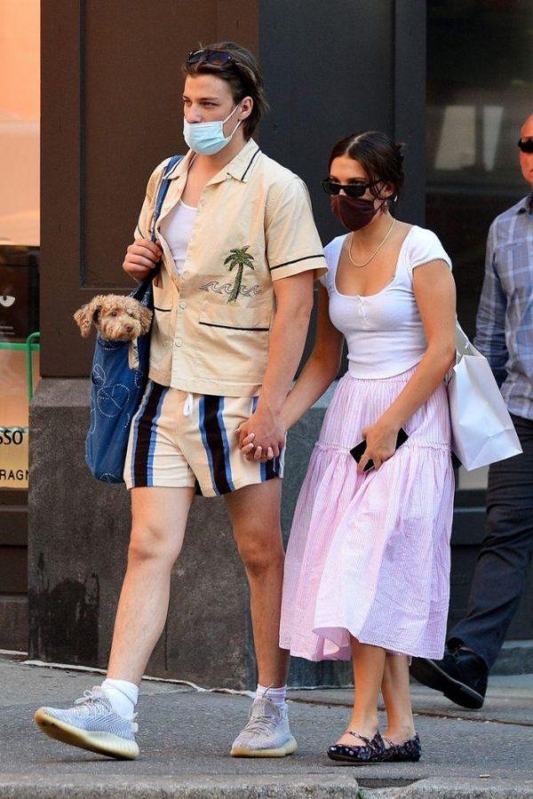 Millie Bobby Brown y Jake en Nueva York