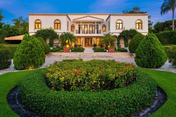 Entrada mansión