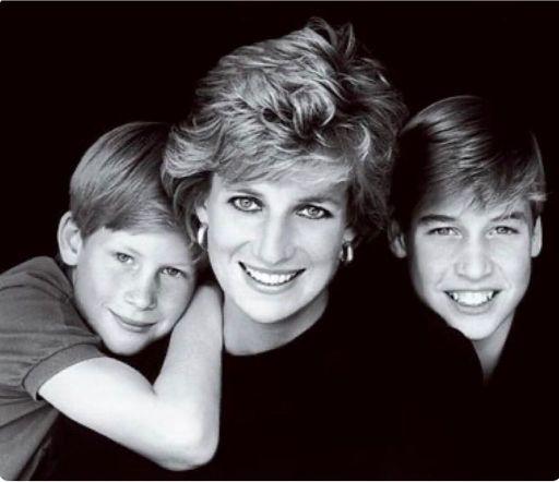 La princesa Diana posando con William y Harry