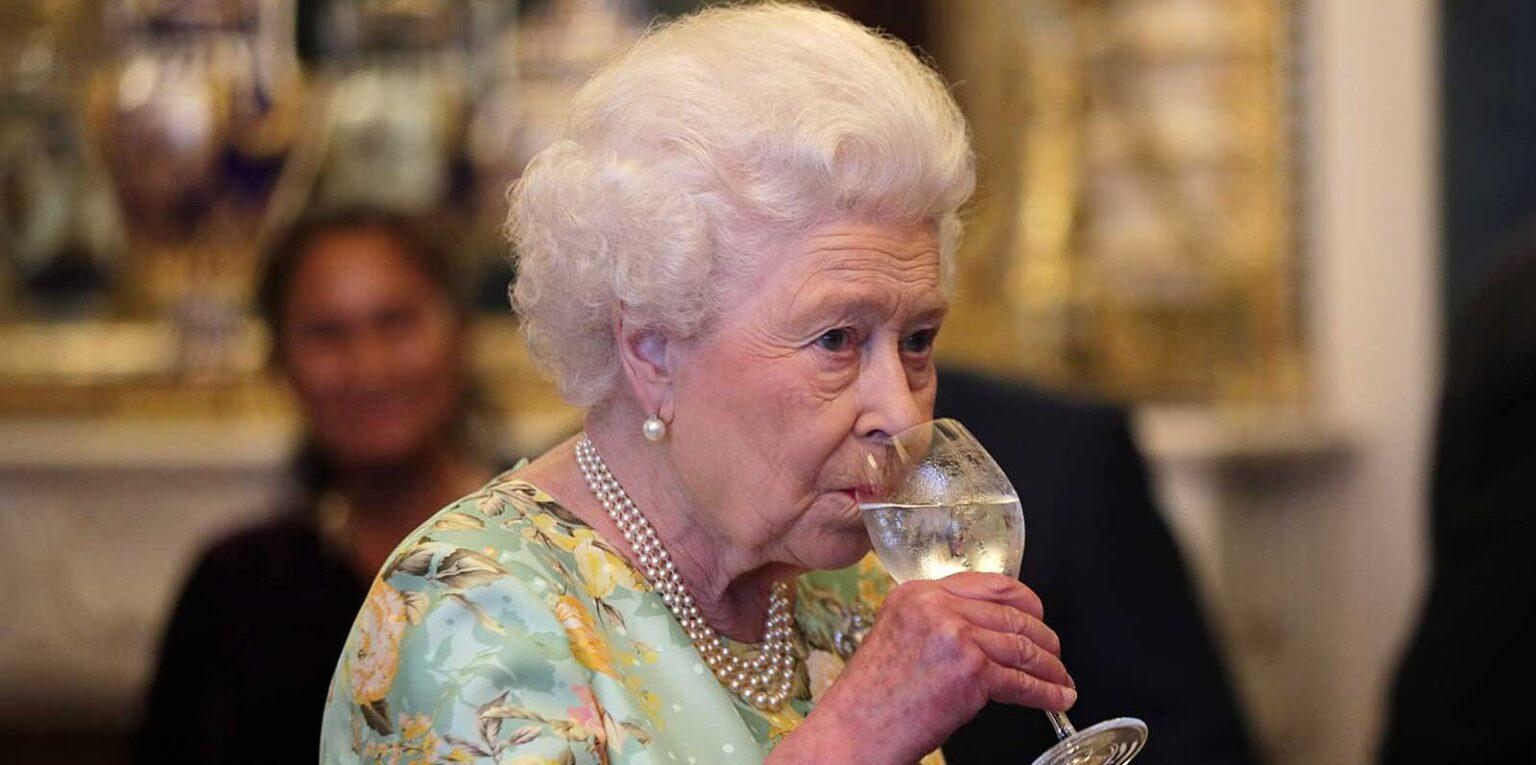 Los doctores de la realeza le prohibieron tomar bebidas alcoholicas.