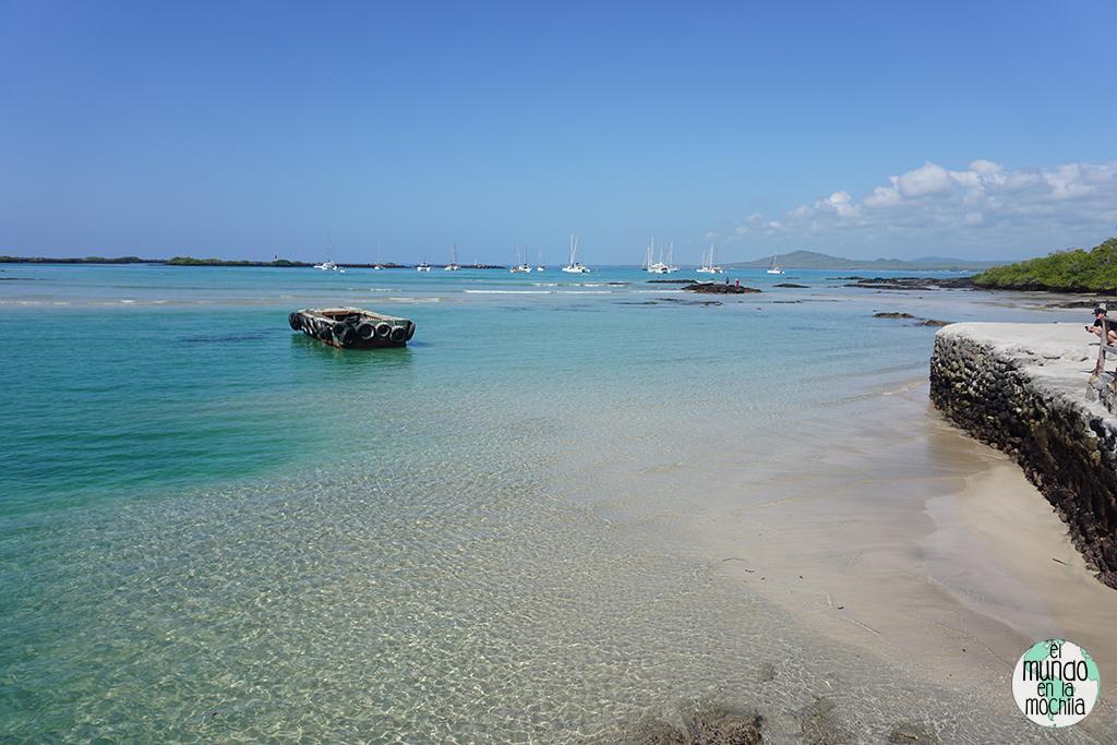 Las clarísimas aguas en la playa de Isabela